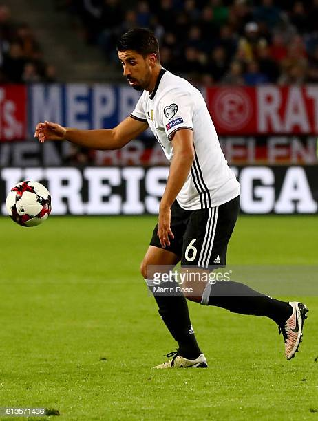 Sami Khedira of Germany runs with the ball during the FIFA 2018 World Cup Qualifier between Germany and Czech Republic at Volksparkstadion on October...