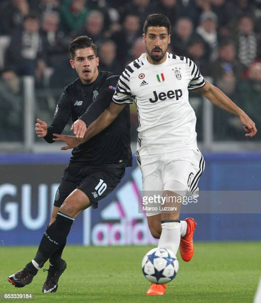 Sami Khedira of Juventus FC competes for the ball with Andre Silva of FC Porto during the UEFA Champions League Round of 16 second leg match between...