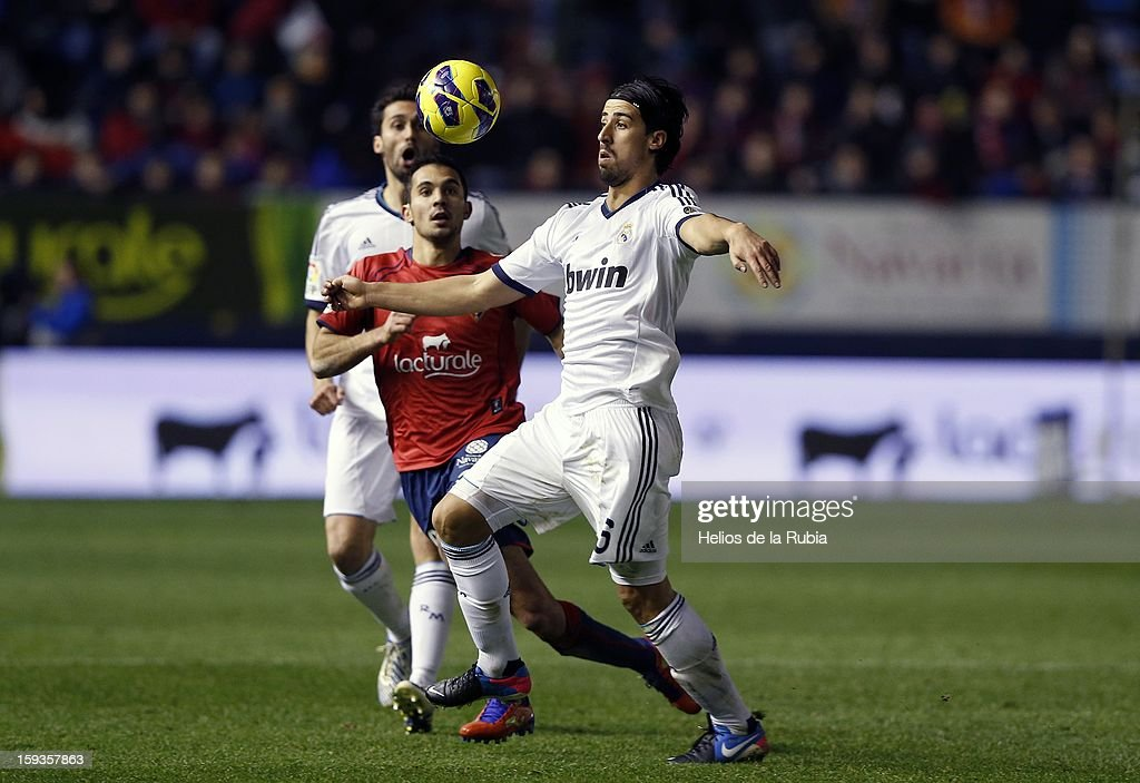Sami Khedira of Real Madrid CF controls the ball during the La Liga match between CA Osasuna and Real Madrid CF at Estadio Reyno de Navarra on January 12, 2013 in Pamplona, Spain.