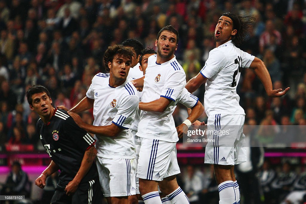 Sami Khedira of Real Madrid jumps in the wall with his team mates while Jose Ernesto Sosa of Bayern Muenchen looks on during the Franz Beckenbauer...