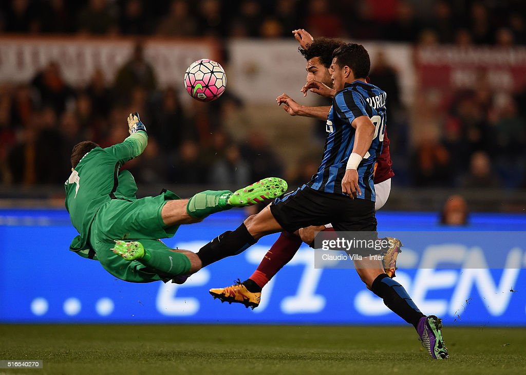 Samir Handanovic, <a gi-track='captionPersonalityLinkClicked' href=/galleries/search?phrase=Jeison+Murillo&family=editorial&specificpeople=6506519 ng-click='$event.stopPropagation()'>Jeison Murillo</a> of FC Internazionale and <a gi-track='captionPersonalityLinkClicked' href=/galleries/search?phrase=Mohamed+Salah+-+Winger+-+Born+1992&family=editorial&specificpeople=11263707 ng-click='$event.stopPropagation()'>Mohamed Salah</a> of AS Roma compete for the ball during the Serie A match between AS Roma and FC Internazionale Milano at Stadio Olimpico on March 19, 2016 in Rome, Italy.