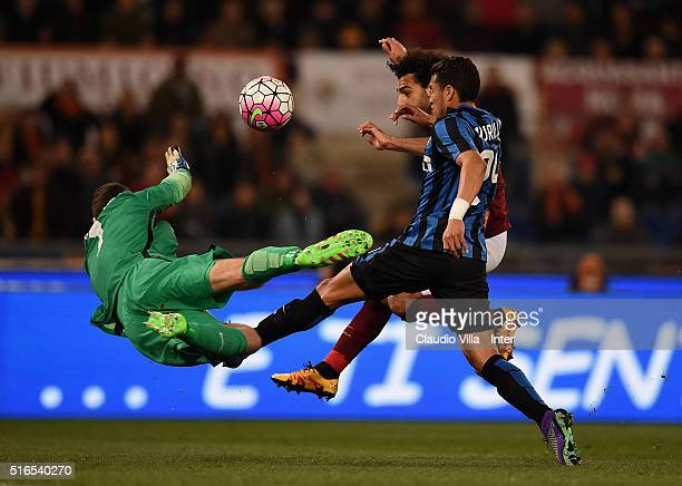 Samir Handanovic Jeison Murillo of FC Internazionale and Mohamed Salah of AS Roma compete for the ball during the Serie A match between AS Roma and...