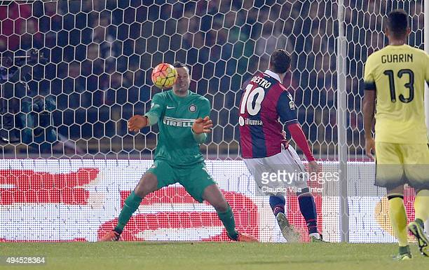 Samir Handanovic of FC Internazionale in action during the Serie A match between Bologna FC and FC Internazionale Milano at Stadio Renato Dall'Ara on...