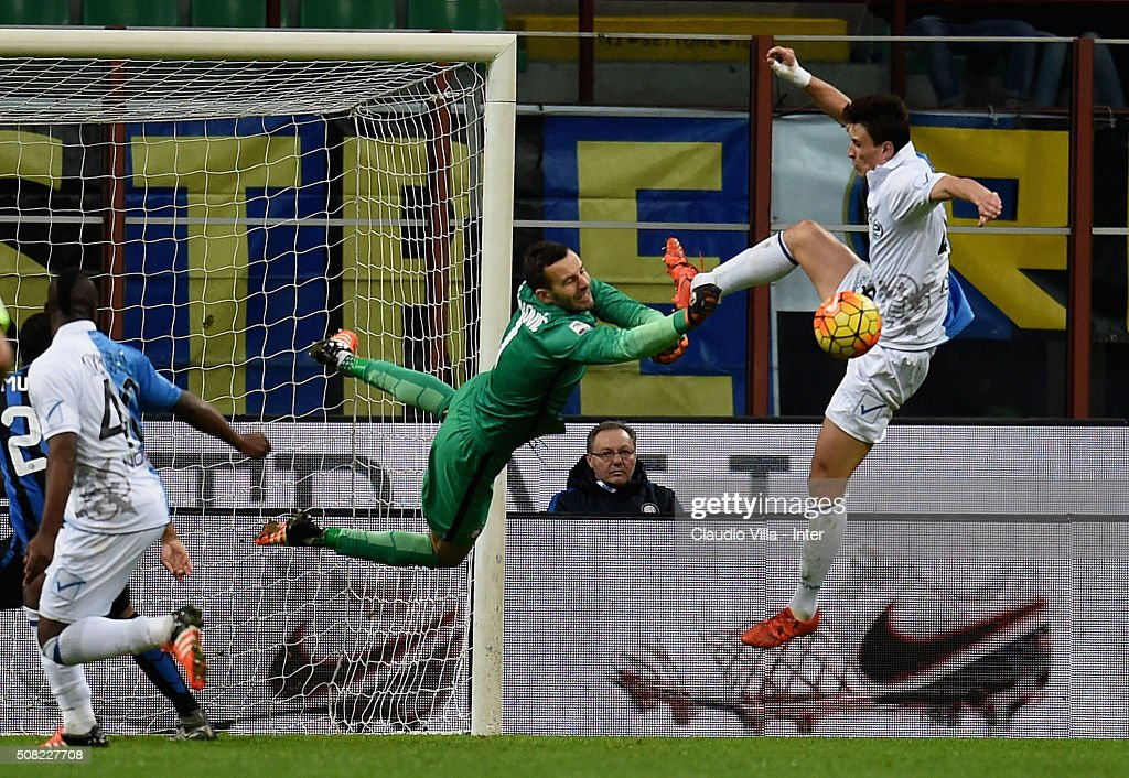 Samir Handanovic of FC Internazionale (C) in action during the Serie A match between FC Internazionale Milano and AC Chievo Verona at Stadio Giuseppe Meazza on February 3, 2016 in Milan, Italy.