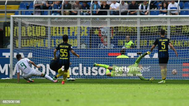 Samir Handanovic of FC Internazionale in action during the Serie A match between FC Internazionale and US Sassuolo at Stadio Giuseppe Meazza on May...