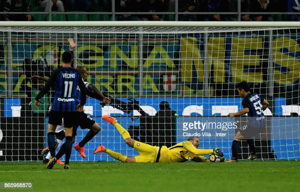 Samir Handanovic of FC Internazionale in action during the Serie A match between FC Internazionale and UC Sampdoria at Stadio Giuseppe Meazza on...