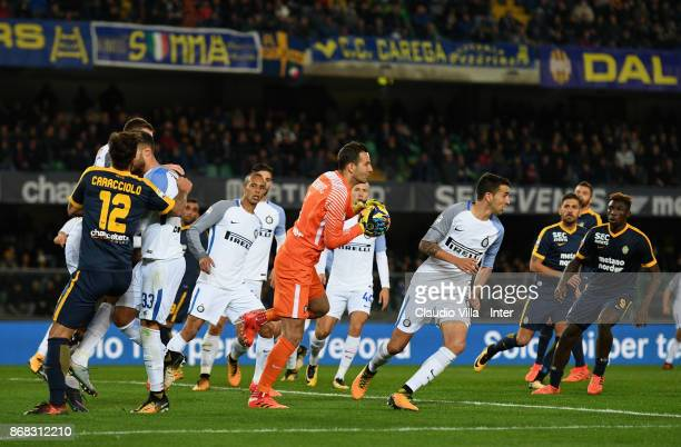 Samir Handanovic of FC Internazionale in action during the Serie A match between Hellas Verona FC and FC Internazionale at Stadio Marc'Antonio...