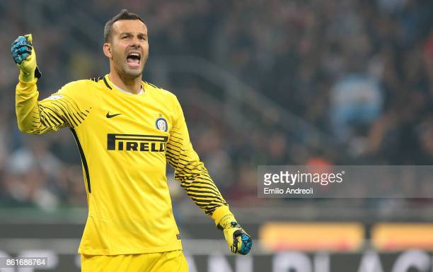 Samir Handanovic of FC Internazionale Milano celebrates after his teammate Mauro Emanuel Icardi scored during the Serie A match between FC...