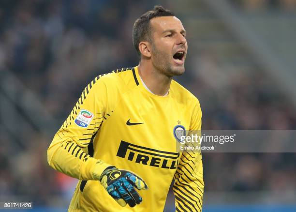 Samir Handanovic of FC Internazionale Milano shouts during the Serie A match between FC Internazionale and AC Milan at Stadio Giuseppe Meazza on...