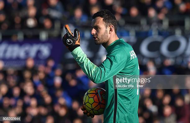 Samir Handanovic of FC Internazionale reacts during the Serie A match between Atalanta BC and FC Internazionale Milano at Stadio Atleti Azzurri...