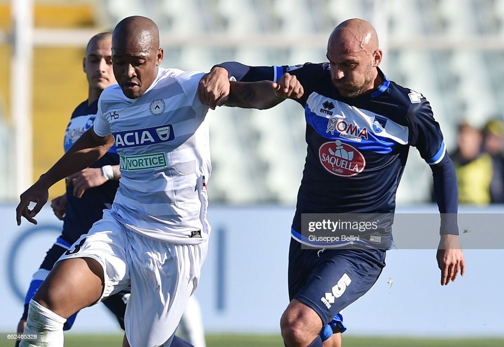 Samir of Udinese Calcio and Alessandro Bruno of Pescara Calcio in action during the Serie A match between Pescara Calcio and Udinese Calcio at Adriatico Stadium on March 12, 2017 in Pescara, Italy.