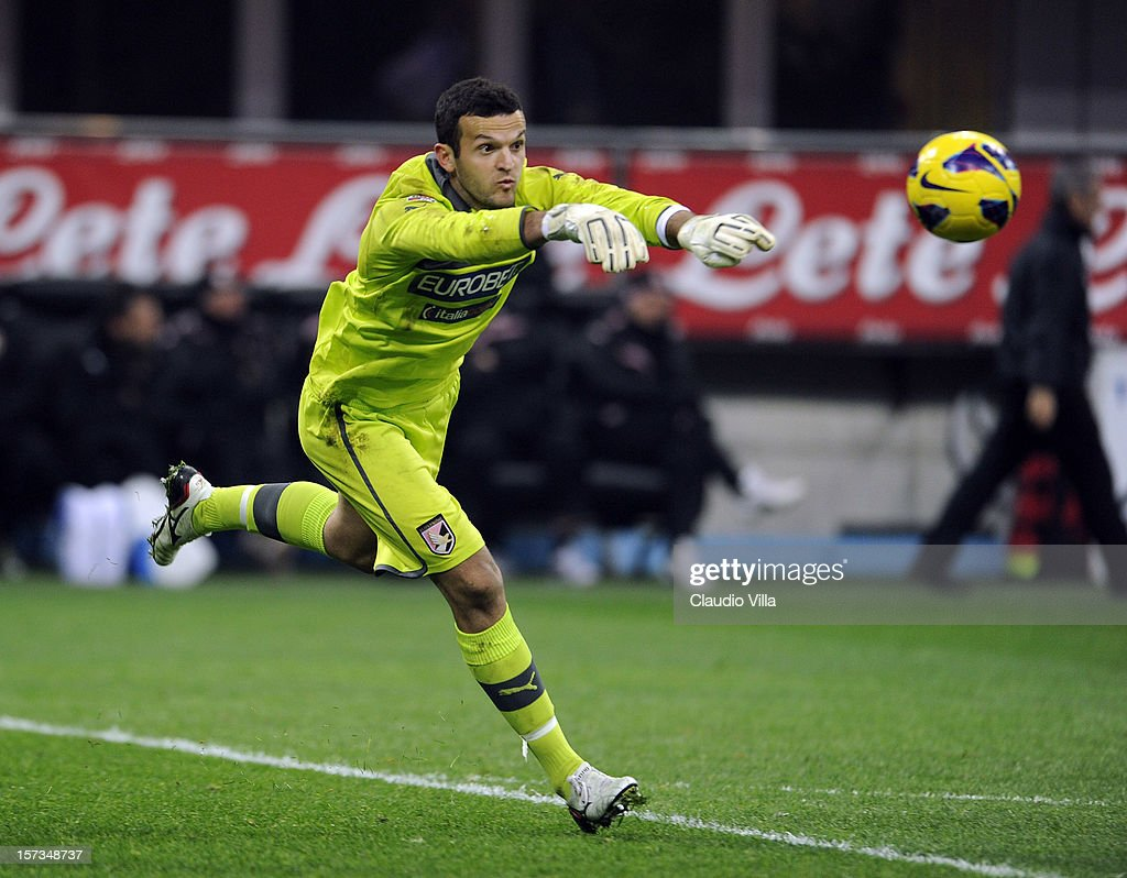 Samir Ujkani of US Citta di Palermo in action during the Serie A match between FC Internazionale Milano and US Citta di Palermo at San Siro Stadium on December 2, 2012 in Milan, Italy.