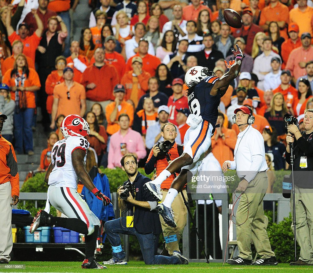 Sammie Coates #18 of the Auburn Tigers is unable to make a catch against the Georgia Bulldogs at Jordan-Hare Stadium on November 16, 2013 in Auburn Alabama.