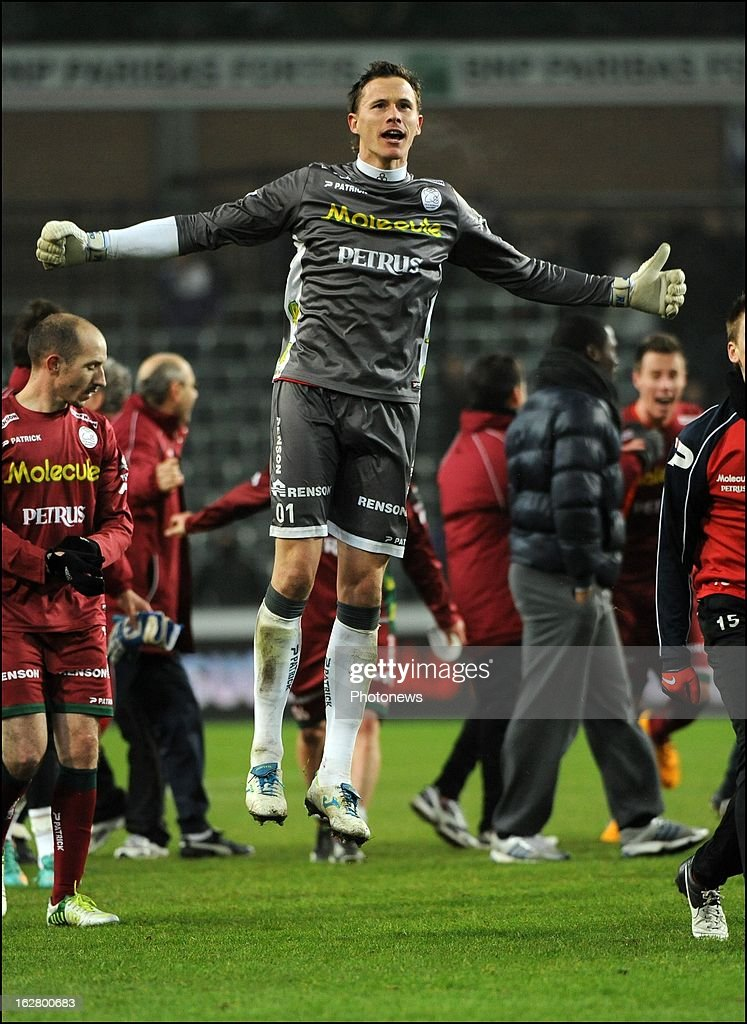 Sammy Bossut (SV Zulte Waregem) celebrates the win with teammates in action during the Jupiler League match between RSC Anderlecht and SV Zulte Waregem on February 27, 2013 in Anderlecht, Belgium.