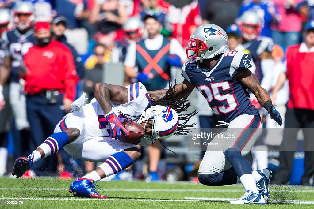 <a gi-track='captionPersonalityLinkClicked' href=/galleries/search?phrase=Sammy+Watkins&family=editorial&specificpeople=8281229 ng-click='$event.stopPropagation()'>Sammy Watkins</a> #14 of the Buffalo Bills catches the ball as <a gi-track='captionPersonalityLinkClicked' href=/galleries/search?phrase=Tarell+Brown&family=editorial&specificpeople=2105844 ng-click='$event.stopPropagation()'>Tarell Brown</a> #25 of the New England Patriots defends during the first quarter on September 20, 2015 at Ralph Wilson Stadium in Orchard Park, New York. New England defeats Buffalo 40-32.