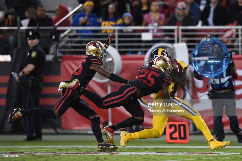 Los Angeles Rams vs San Francisco 49ers : News Photo