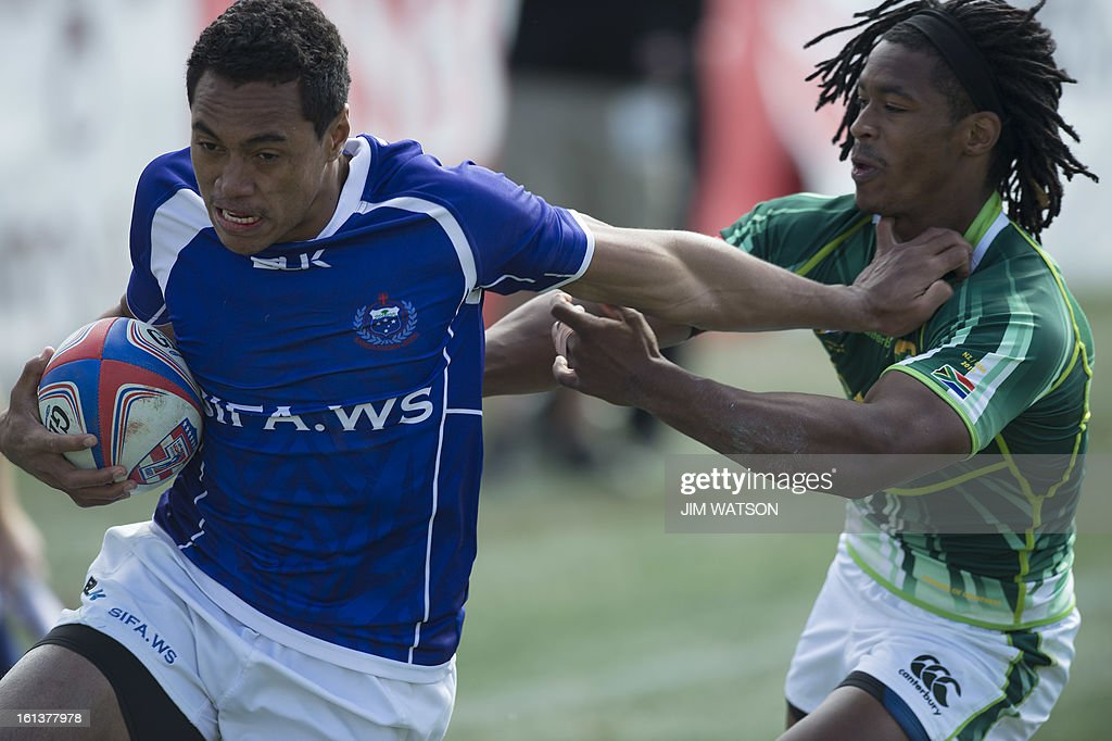 Samoa's Patrick Faapale (L) vies with South Africa's Branco du Preez during Day 3 of the USA Sevens Las Vegas HSBC Sevens World Series Round 5 at Sam Boyd Stadium in Las Vegas on February 10, 2013. AFP PHOTO/Jim WATSON