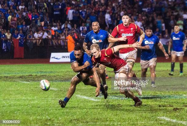 Samoa's Piula Fa'asalele and Wales Steffan Evans battle for a loose ball in their rugby union Test match played in Apia on June 23 2017 / AFP PHOTO /...