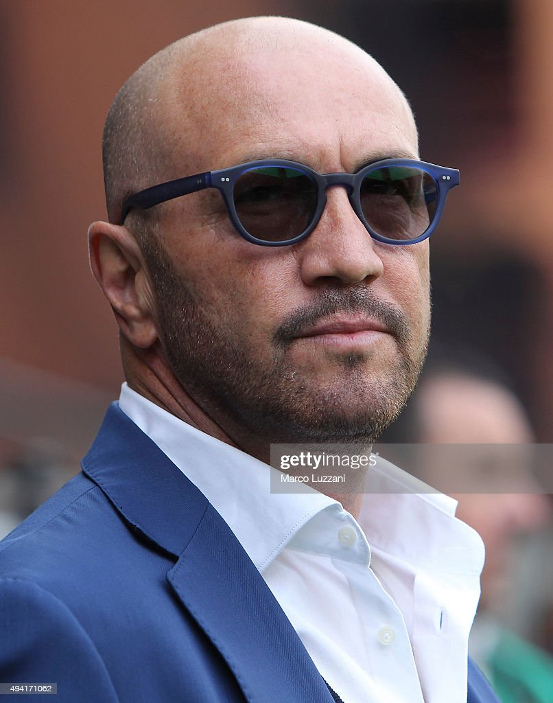 UC Sampdoria coach <a gi-track='captionPersonalityLinkClicked' href=/galleries/search?phrase=Walter+Zenga&family=editorial&specificpeople=891748 ng-click='$event.stopPropagation()'>Walter Zenga</a> looks on before the Serie A match between UC Sampdoria and Hellas Verona FC at Stadio Luigi Ferraris on October 25, 2015 in Genoa, Italy.