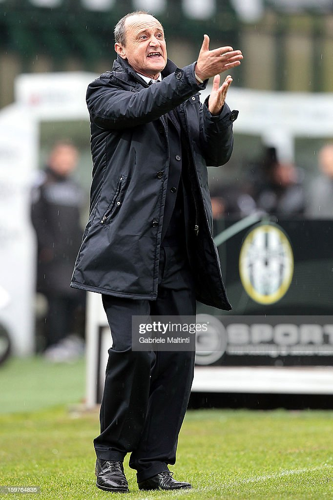 Sampdoria head coach <a gi-track='captionPersonalityLinkClicked' href=/galleries/search?phrase=Delio+Rossi&family=editorial&specificpeople=6538807 ng-click='$event.stopPropagation()'>Delio Rossi</a> gestures during the Serie A match between AC Siena and UC Sampdoria at Stadio Artemio Franchi on January 20, 2013 in Siena, Italy.