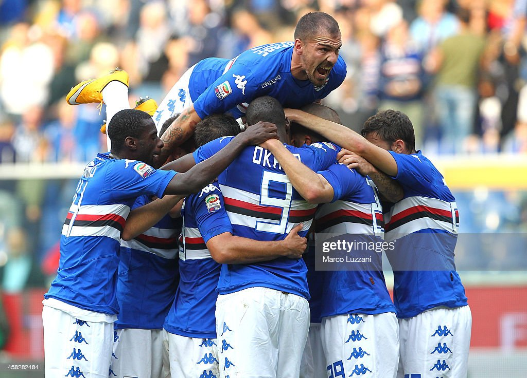 Sampdoria players celebrate after Angelo Palombo scores the first goal from the penalty spot during the Serie A match between UC Sampdoria and ACF...