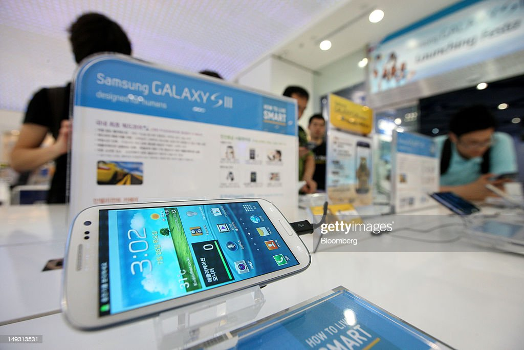 A Samsung Electronics Co. Galaxy S III smartphone is displayed at the company's Galaxy Zone showroom in Seoul, South Korea, on Thursday, July 26, 2012. Samsung, the world's largest maker of TVs and mobile phones, reported second-quarter profit that missed analysts' estimates after chip prices weakened and smartphone output failed to keep up with demand. Photographer: SeongJoon Cho/Bloomberg via Getty Images