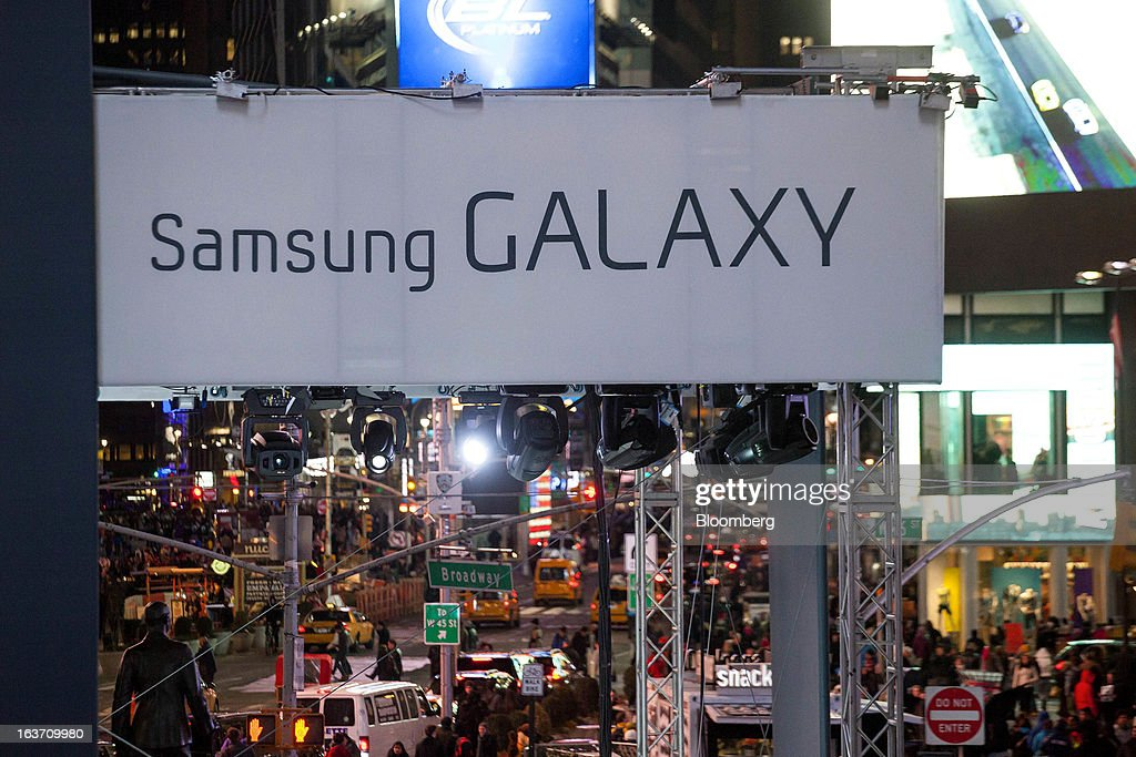 Samsung Electronics Co. signage is displayed during the release of the Samsung Electronics Co. Galaxy S4 smartphone in Times Square in New York, U.S., on Thursday, March 14, 2013. Samsung Electronics Co. unveiled the Galaxy S4 with a bigger screen and software that tracks eye movements as the world's biggest smartphone seller takes its battle with Apple Inc. to the iPhone maker's home market. Photographer: Michael Nagle/Bloomber