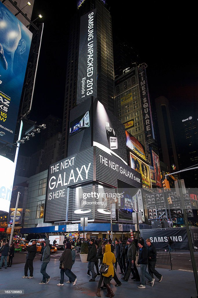 Samsung Electronics Co. signage is displayed on billboards during the release of the Samsung Electronics Co. Galaxy S4 smartphone in Times Square in New York, U.S., on Thursday, March 14, 2013. Samsung Electronics Co. unveiled the Galaxy S4 with a bigger screen and software that tracks eye movements as the world's biggest smartphone seller takes its battle with Apple Inc. to the iPhone maker's home market. Photographer: Michael Nagle/Bloomberg via Getty Images