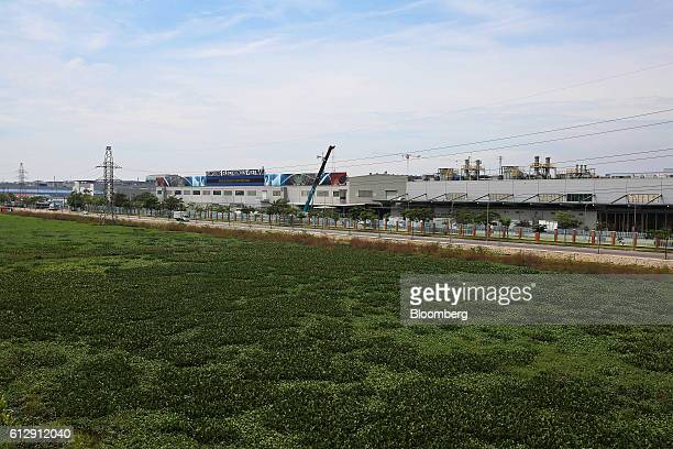 A Samsung Electronics Vietnam Co Plant stands at Yen Phong Industrial Park in Bac Ninh Province Vietnam on Thursday Sept 1 2016 Samsung Electronics...