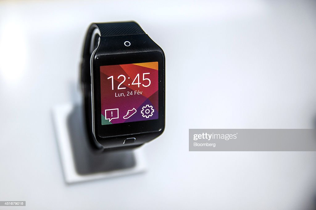 A Samsung Galaxy Gear 2 Lite smartwatch, manufactured by Samsung Electronics Co., is displayed for sale inside a Bouygues Telecom store, operated by Bouygues SA in Paris, France, on Thursday, July 3, 2014. Bouygues Telecom, France's third-largest mobile operator, was looking for a buyer as profitability and cash generation declined. Photographer: Balint Porneczi/Bloomberg via Getty Images