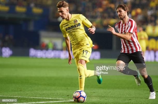 Samu Castillejo of Villarreal CF and Yeray Alvarez of Athletic Club de Bilbao during their La Liga match between Villarreal CF and Athletic Club de...