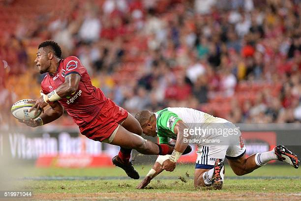 Samu Kerevi of the Reds looks to pass during the round seven Super Rugby match between the Reds and the Highlanders at Suncorp Stadium on April 9...