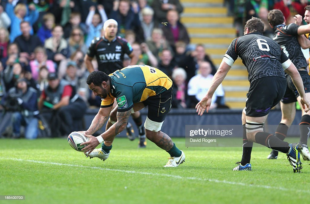 <a gi-track='captionPersonalityLinkClicked' href=/galleries/search?phrase=Samu+Manoa&family=editorial&specificpeople=8040224 ng-click='$event.stopPropagation()'>Samu Manoa</a> of Northampton scores the first try during the Heineken Cup pool 1 match between Northampton Saints and Ospreys at Franklin's Gardens on October 20, 2013 in Northampton, England.
