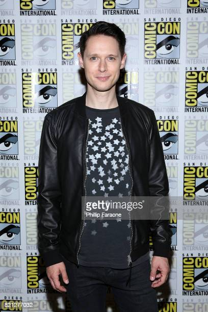Samuel Barnett attends Dirk Gently's Holistic Detective Agency press line at ComicCon International 2017 on July 23 2017 in San Diego California