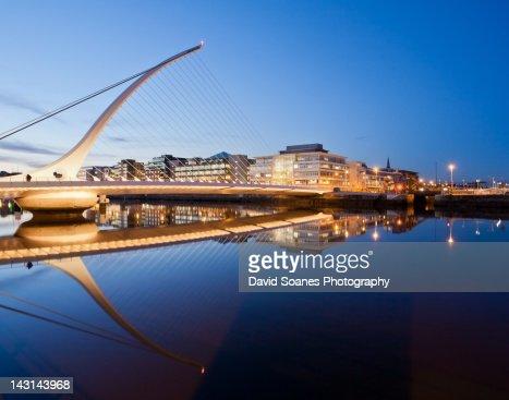 Samuel Beckett Bridge at dusk