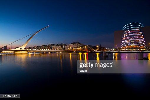 Samuel Beckett Bridge at night