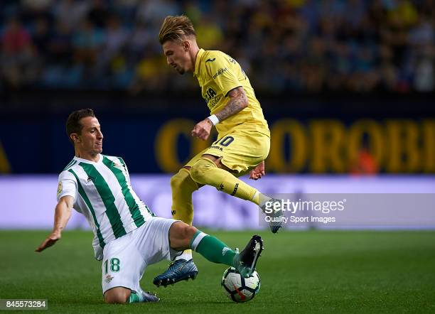 Samuel Castillejo of Villarreal competes fot the ball with Jose Andres Guardado of Betis during the La Liga match between Villarreal CF and Real...