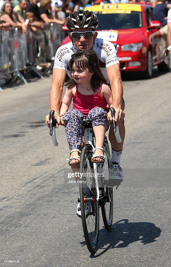 <a gi-track='captionPersonalityLinkClicked' href=/galleries/search?phrase=Samuel+Dumoulin&family=editorial&specificpeople=760365 ng-click='$event.stopPropagation()'>Samuel Dumoulin</a> of France and Team AG2R La Mondiale with his daughter Sienna Dumoulin gets ready for the Stage Six during the Tour de France 2013, the 100th Tour de France, a 176,5KM road stage between Aix-en-Provence and Montpellier on July 4, 2013 in Aix-en-Provence, France.