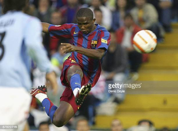 Samuel Eto'o of Barcelona shoots at goal during the Primera Liga match between Celta Vigo and Barcelona at the Balaidos stadium on May 3 2006 in Vigo...