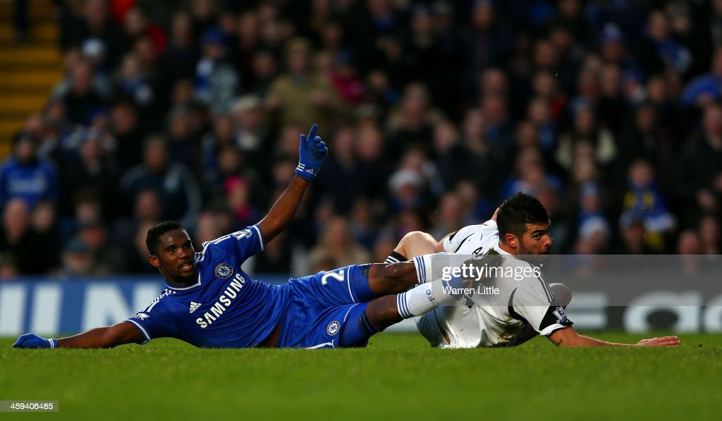 <a gi-track='captionPersonalityLinkClicked' href=/galleries/search?phrase=Samuel+Eto%27o&family=editorial&specificpeople=210530 ng-click='$event.stopPropagation()'>Samuel Eto'o</a> of Chelsea clashes with <a gi-track='captionPersonalityLinkClicked' href=/galleries/search?phrase=Alvaro+Vazquez&family=editorial&specificpeople=7425114 ng-click='$event.stopPropagation()'>Alvaro Vazquez</a> of Swansea City during the Barclays Premier League match between Chelsea and Swansea City at Stamford Bridge on December 26, 2013 in London, England.