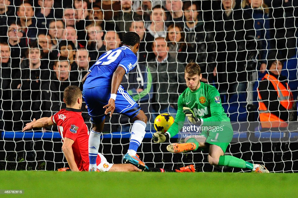 <a gi-track='captionPersonalityLinkClicked' href=/galleries/search?phrase=Samuel+Eto%27o&family=editorial&specificpeople=210530 ng-click='$event.stopPropagation()'>Samuel Eto'o</a> of Chelsea scores his team's second goal past goalkeeper David De Gea and Nemanja Vidic of Manchester United during the Barclays Premier League match between Chelsea and Manchester United at Stamford Bridge on January 19, 2014 in London, England.