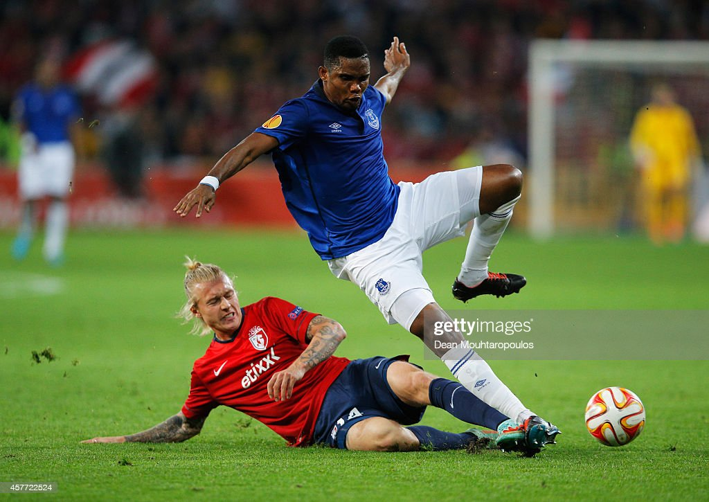 Samuel Eto'o of Everton is tackled by Simon Kjaer of Lille during the UEFA Europa League Group H match between LOSC Lille and Everton at Grand Stade...