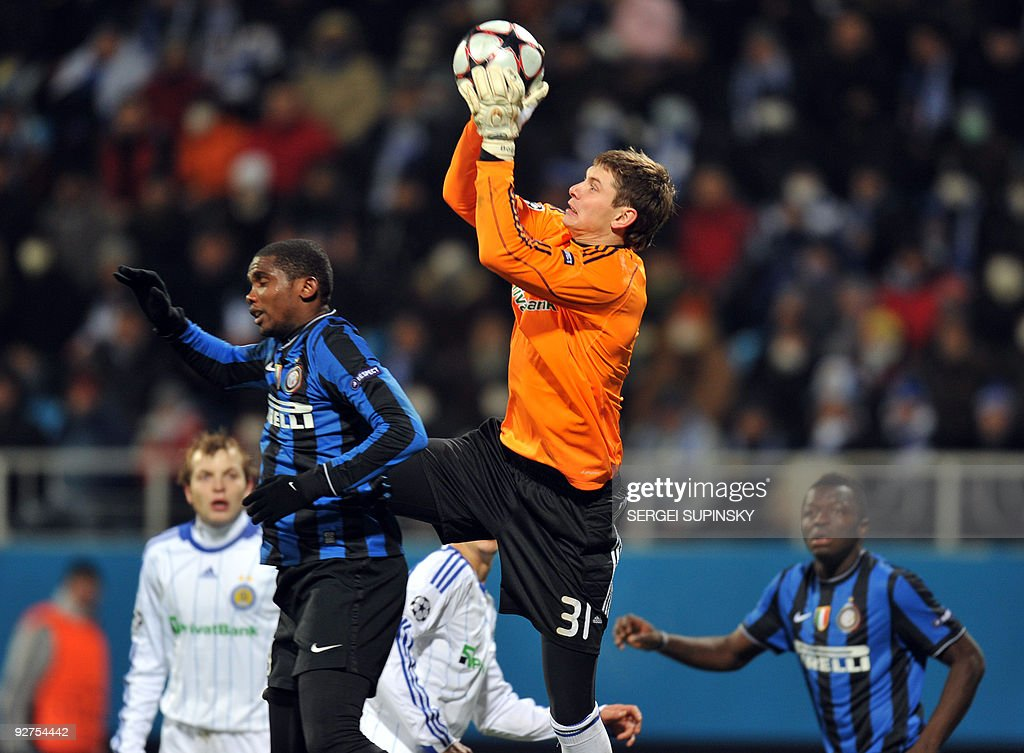 Samuel Eto'o of FC Inter (L) fights for a ball against goalkeeper Stanislav Bogush of Dynamo Kiev during a UEFA Champions League, Group F football match with FC Dynamo in Kiev on November 4, 2009. Milan won 2:1.