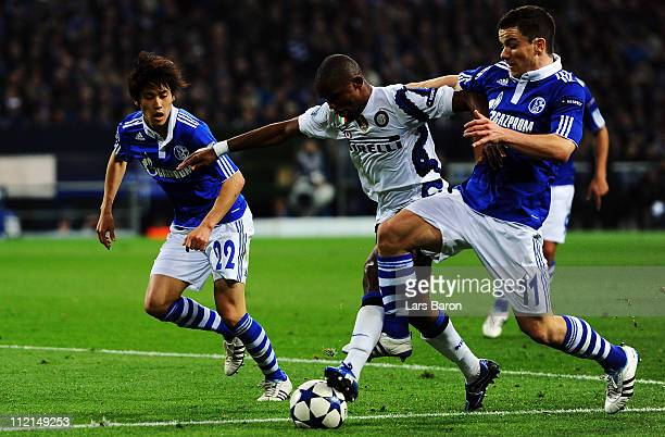Samuel Eto'o of Inter is challenged by Atsuto Uchida and Alexander Baumjohann of Schalke during the UEFA Champions League quarter final second leg...