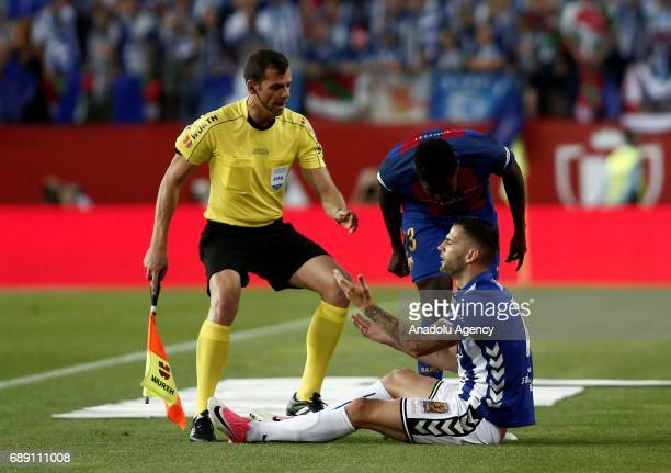 Samuel Umtiti of FC Barcelona argues with Edgar Mendez of Deportivo Alaves during the Copa Del Rey Final between FC Barcelona and Deportivo Alaves at...