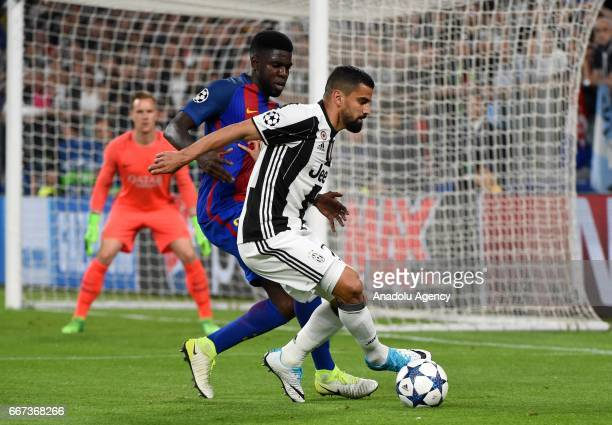 Samuel Umtiti of FC Barcelona in action against Tomas Rincon of FC Juventus during the UEFA Champions League Round of 4 first leg match between FC...