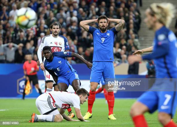 Samuel Umtiti Olivier Giroud of France during the FIFA 2018 World Cup Qualifier between France and Belarus at Stade de France on October 10 2017 in...