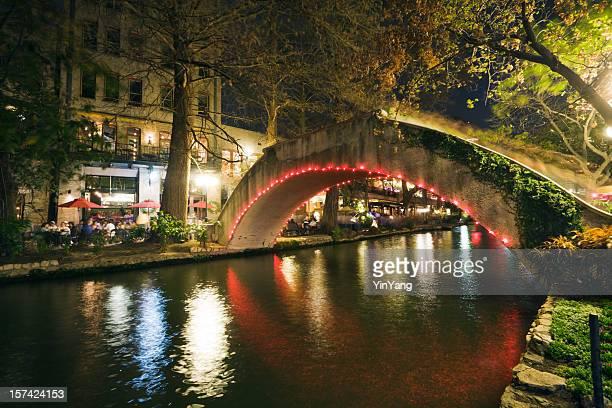 San Antonio Riverwalk vida nocturna, cafeterías con mesas en la acera, Texas al río