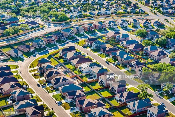サン AntonioTexas 住宅開発地区の郊外の空からの眺め