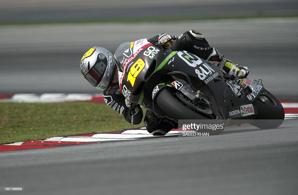San Carlo Honda Gresini rider Alvaro Bautista of Spain powers his bike on the second day of the pre-season MotoGP test at the Sepang circuit in Sepang outside Kuala Lumpur on February 6, 2013. AFP PHOTO / Saeed Khan
